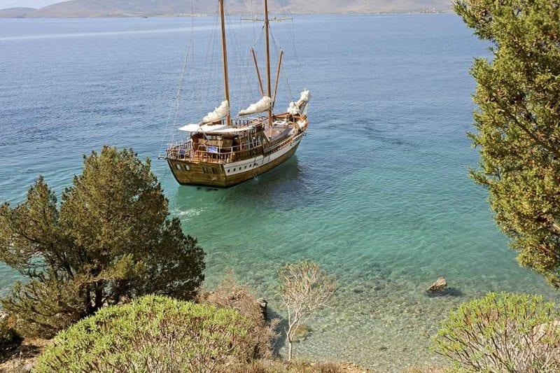 Segla utanför Aten med egen båt